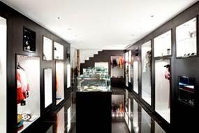 d1f6d73f590 Eesti disaineri Kadri Kruus´i nahkkotid ja -vööd on nüüd saadaval ühes  kuulsamas Londoni butiigiketis Wolf & Badger, kelle poed asuvad Londoni  kõige ...